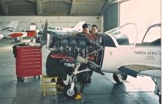 "Happy ""aerotécnicos"". EMA technicians maintaining the fleet. (Ernesto Blanco Calcagno/Airpressman.com)"